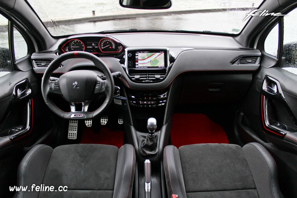 Essai peugeot 208 gti 30th 1 6 thp 208 la citadine la for Interieur 208 gti