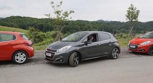 Miss France 2015 découvre le Park Assist de la nouvelle Peugeot 208