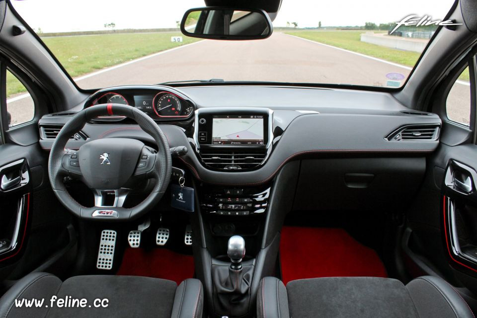 essai peugeot 208 gti by peugeot sport une petite lionne taill e pour le circuit essais. Black Bedroom Furniture Sets. Home Design Ideas