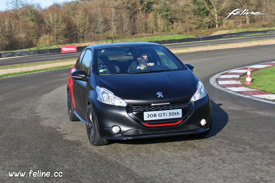 essai peugeot 208 gti 30th 1 6 thp 208 la gti ultime. Black Bedroom Furniture Sets. Home Design Ideas