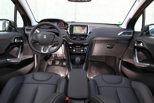 comparatif la peugeot 208 face la peugeot 207 news f line 208. Black Bedroom Furniture Sets. Home Design Ideas