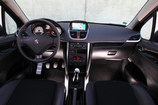 Officieel peugeot 208 for Interieur peugeot 208
