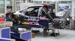 Derniers préparatifs pour la Peugeot 208 T16 Pikes Peak chez Peugeot Sport