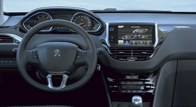 Design int rieur peugeot 2008 vid o officielle vid os for Interieur peugeot 2008