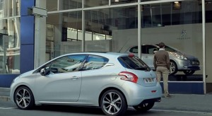 "Publicité Peugeot 208 ""I am your body"" - 2012"