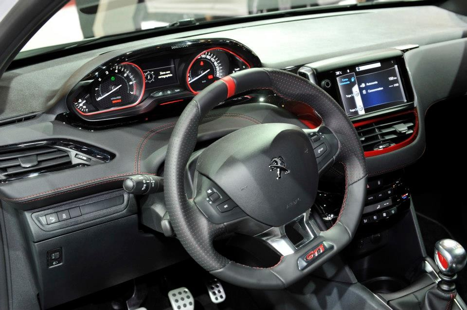 Int rieur mi cuir peugeot 208 gti salon de paris 2012 for Interieur 208 gti