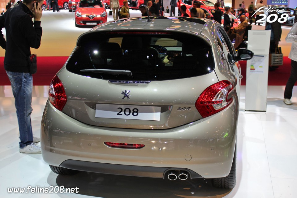 coffre peugeot 208 f line spirit grey 1 6 thp 155 mondial de paris 2012 7 006 photos. Black Bedroom Furniture Sets. Home Design Ideas