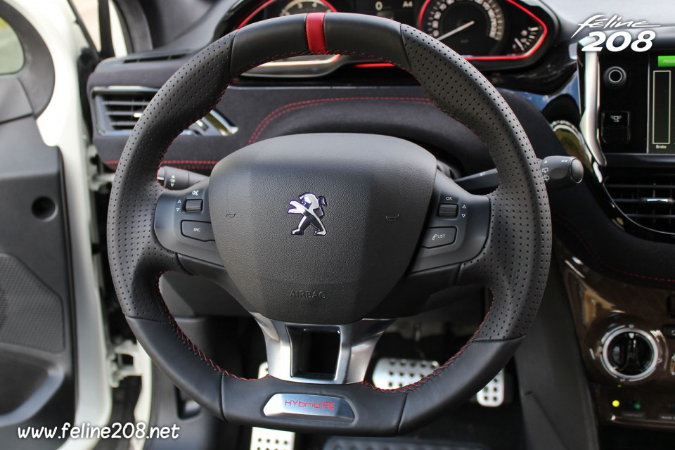 photo volant sport peugeot 208 hybrid fe essais mortefontaine octobre 2013 1 044. Black Bedroom Furniture Sets. Home Design Ideas