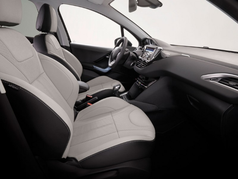Int rieur peugeot 208 griffe 2012 pays bas photos for Interieur peugeot 208