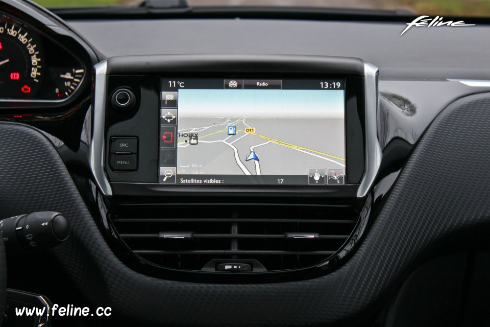 photo navigation gps cran tactile smeg peugeot 208 gt
