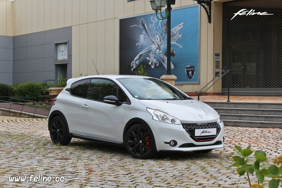 photo essai peugeot 208 gti 30th blanc perle nacr 1 6 thp. Black Bedroom Furniture Sets. Home Design Ideas