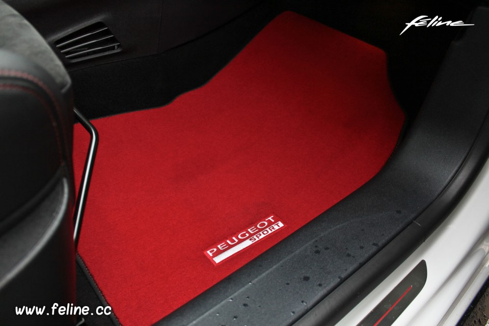 photo tapis de sol peugeot sport rouge peugeot 208 gti 30th blan photos peugeot 208 2008. Black Bedroom Furniture Sets. Home Design Ideas