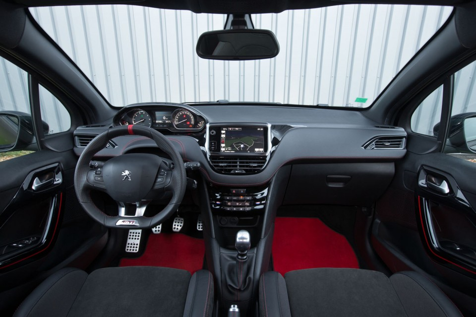 Photo officielle int rieur peugeot 208 gti 30th photos for Interieur peugeot 208