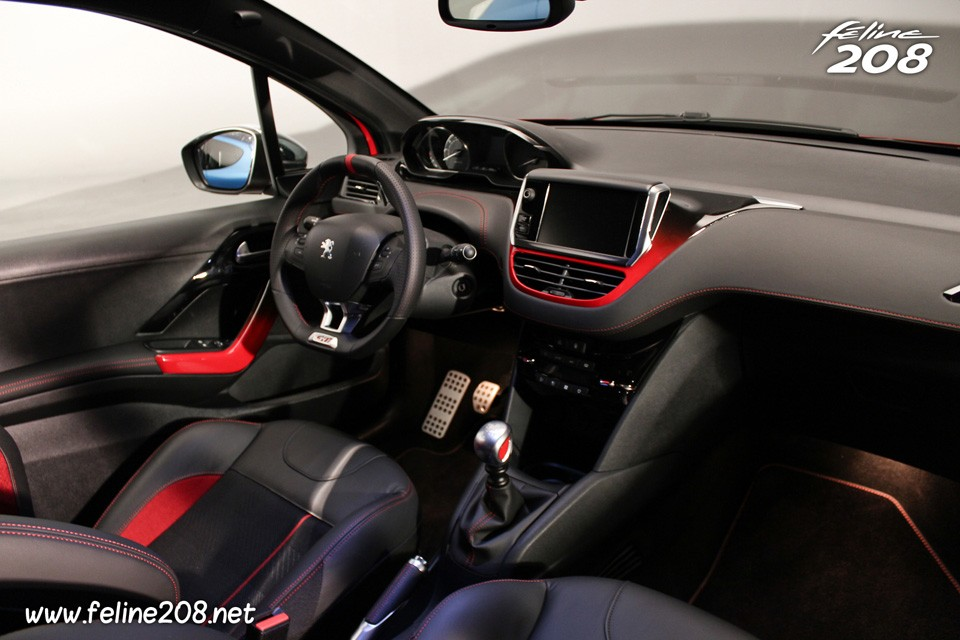 int rieur de la peugeot 208 gti 028 photos peugeot 208 2008 f line 208. Black Bedroom Furniture Sets. Home Design Ideas