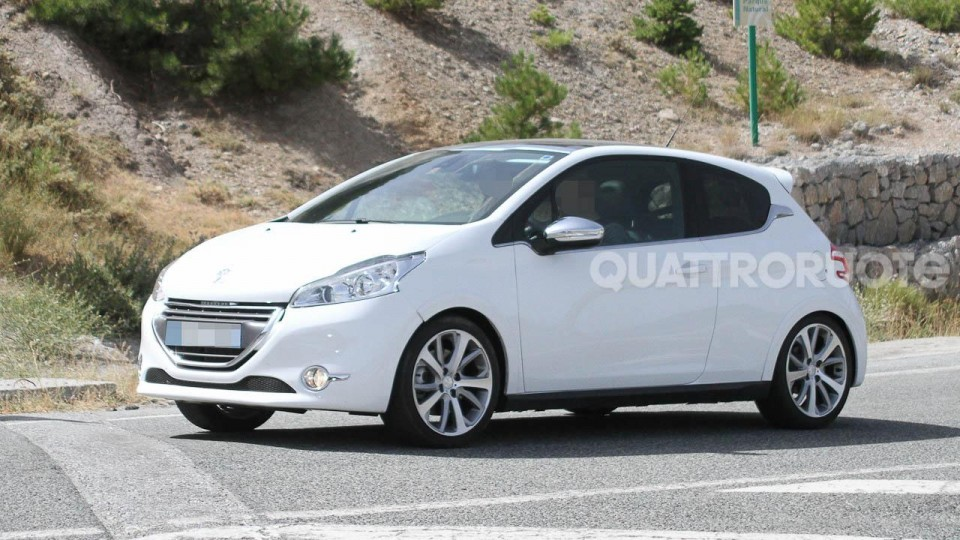 spyshot peugeot 208 gti mulet blanc banquise 011 photos peugeot 208 2008 f line 208. Black Bedroom Furniture Sets. Home Design Ideas