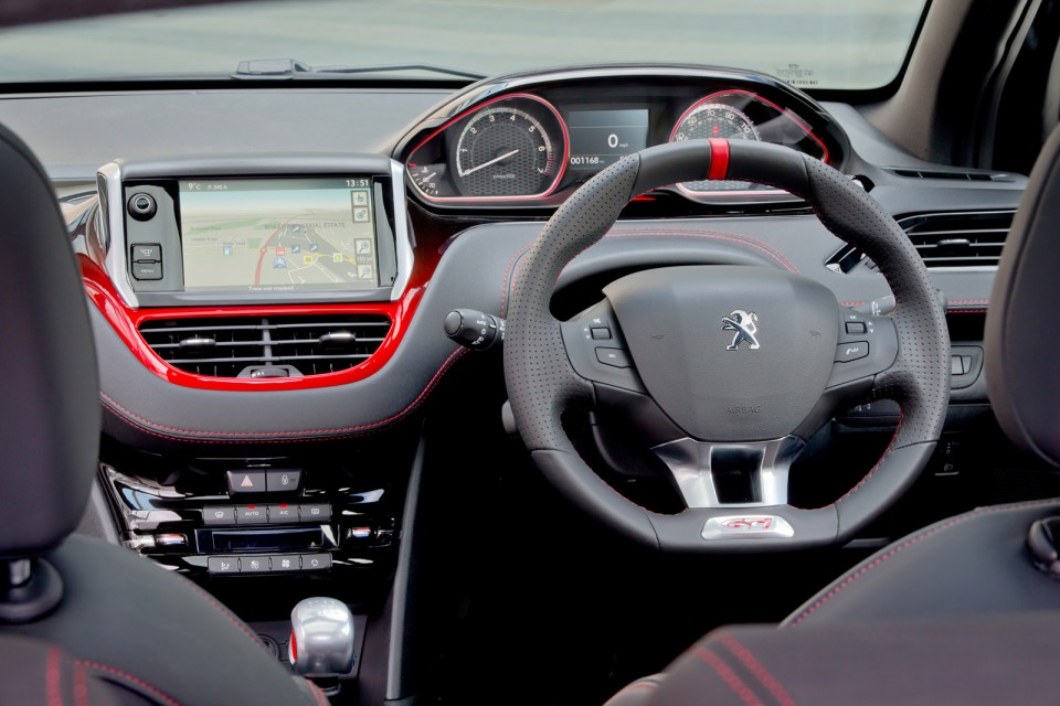 volant peugeot 208 gti version uk rhd 2 018 photos. Black Bedroom Furniture Sets. Home Design Ideas