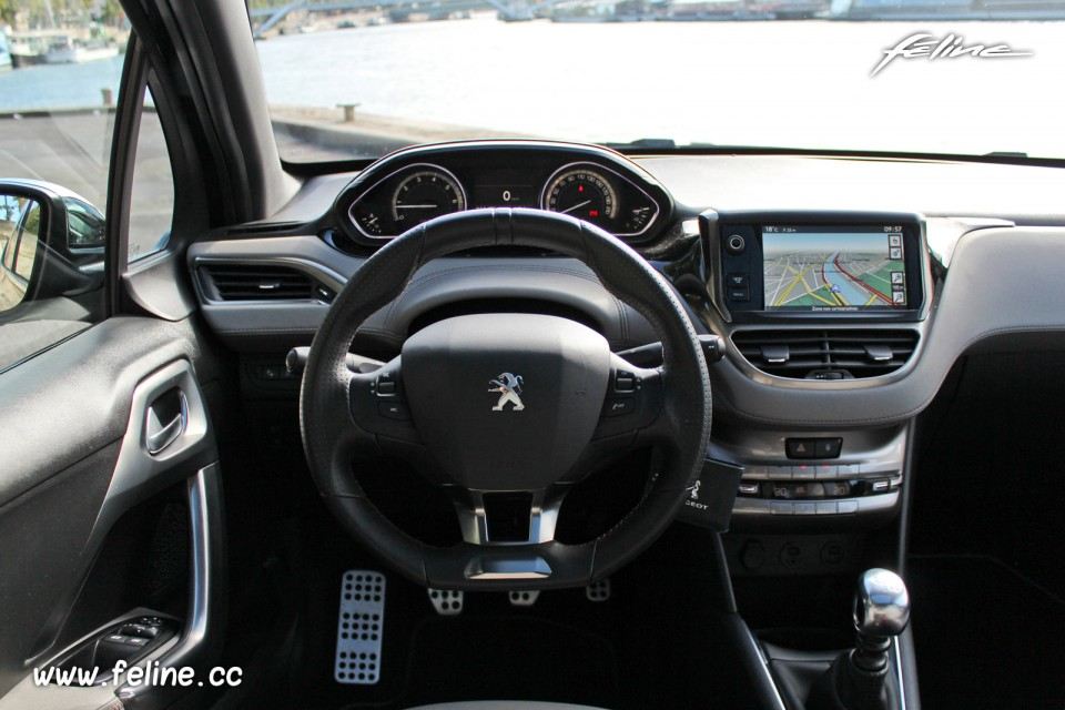 photo volant i cockpit peugeot 208 xy dark blue 1 6 thp 155 ch photos peugeot 208 2008. Black Bedroom Furniture Sets. Home Design Ideas