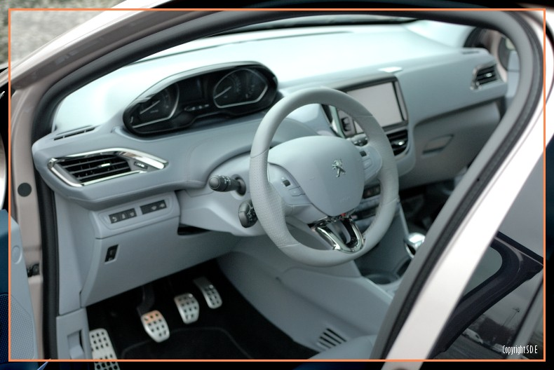 Int rieur peugeot 208 f line blossom grey 024 photos for Interieur 205