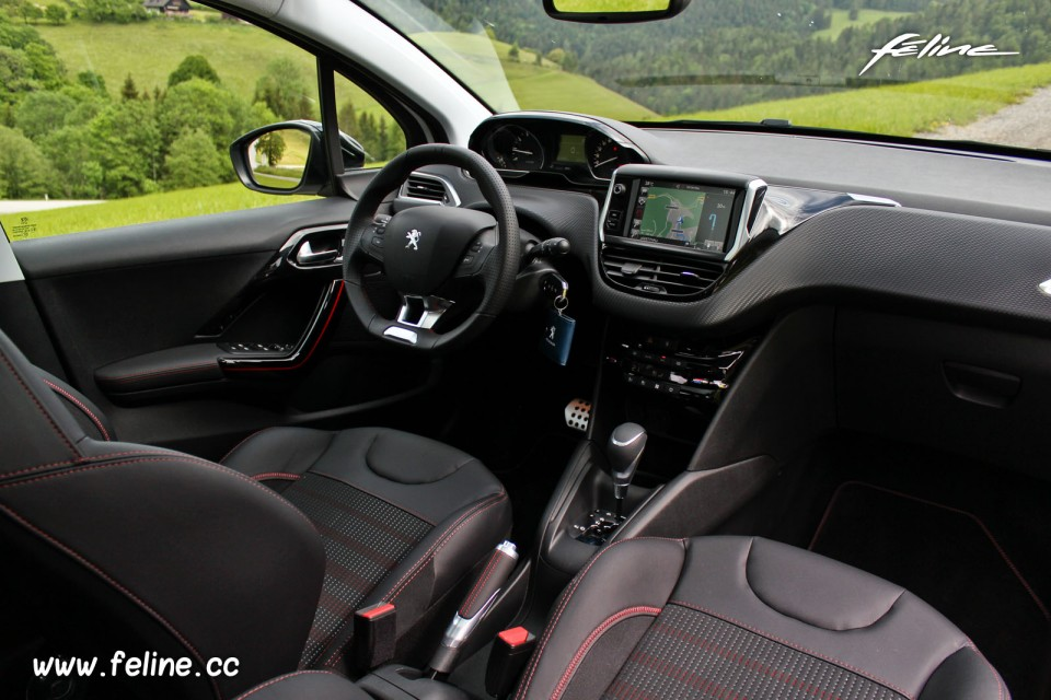 Photo int rieur i cockpit mi tep oxford noir rouge peugeot for Interieur peugeot 208