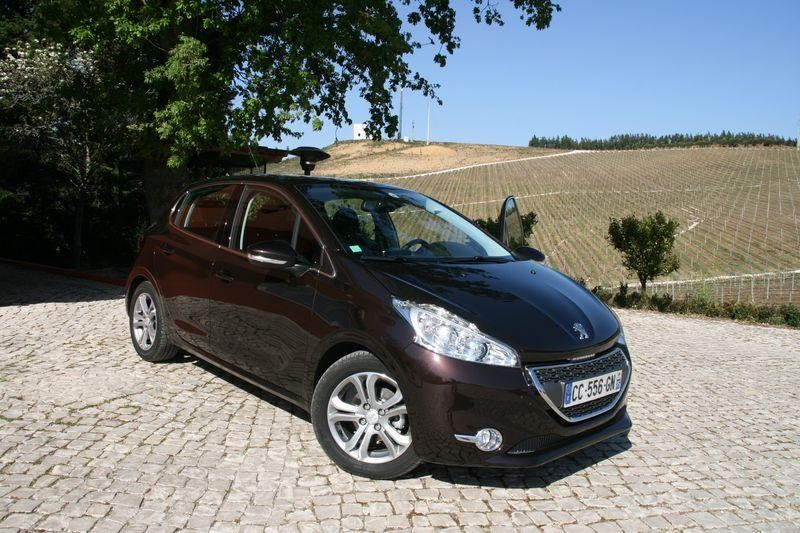 essai peugeot 208 allure rouge noir 007 photos peugeot 208 2008 f line 208. Black Bedroom Furniture Sets. Home Design Ideas