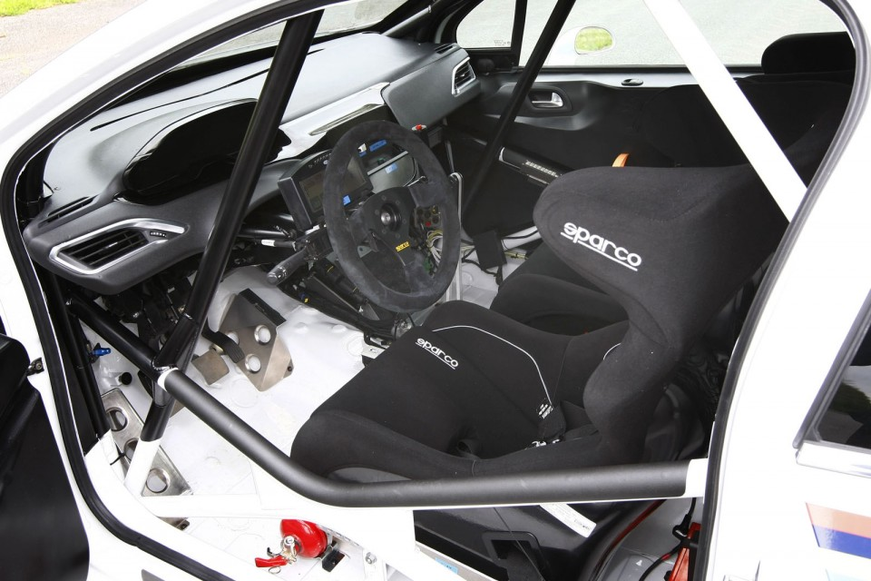 Int rieur peugeot 208 r2 photo officielle 024 photos for Interieur peugeot 208
