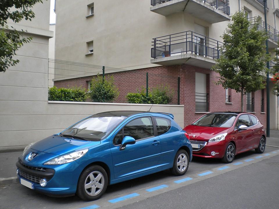 kobaye peugeot 207 bleu neysha et peugeot 208 allure 1 6 vti 120 rouge rythr e 3p 015. Black Bedroom Furniture Sets. Home Design Ideas